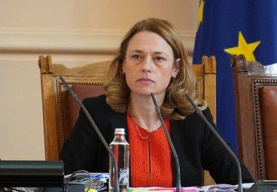 Ива Митева: Няма да свиквам извънредно заседание на НС утре