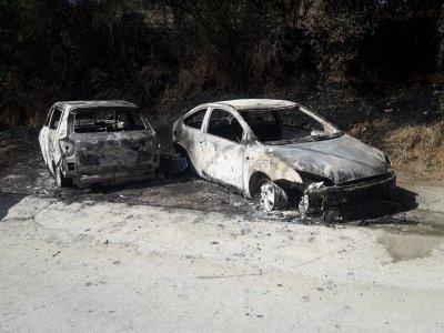 Два леки автомобила изгоряха край Разлог
