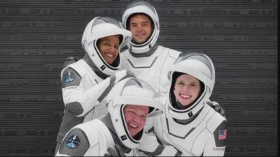 Аматьори в Космоса: Спейс Екс изстрелва първи изцяло цивилен екипаж