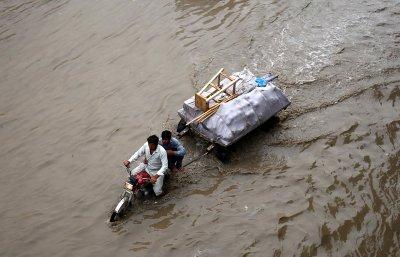 16 жертви след проливни дъждове в Пакистан