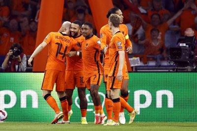 Нидерландия разби Турция у дома след хеттрик на Депай