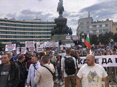 Представители на заведения и хотелиери излязоха на протест заради ковид мерките
