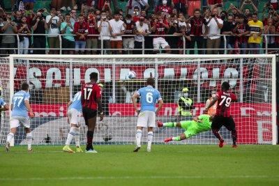 Разследват фенове на Лацио за расизъм на мача с Милан