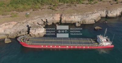 Украински кораб е заседнал в скали край резерват Яйлата