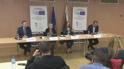 Мониторинговата група на ЕП: В България има прекалена безнаказаност за корупцията, проблем е и свободата на медиите