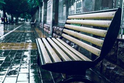 По-често облачно, ветровито и дъждовно време през почивните дни