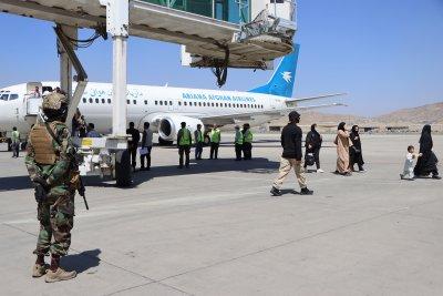 Международното летище в Кабул официално възобнови дейността си