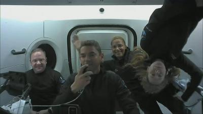 Какво правят аматьорите астронавти в орбита?