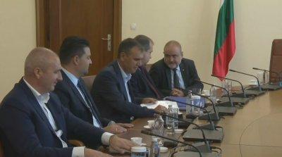 Премиерът Янев на среща с пътни строители заради неизплатените средства
