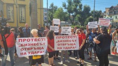 Ресторантьори от Бургас излязоха на протест срещу мерките