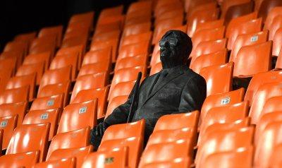 """Бронзова статуя седна завинаги на мястото на """"суперфен"""""""