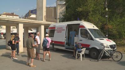 Агресия срещу лекари: Антиваксъри принудиха мобилен екип да прекъсне работа