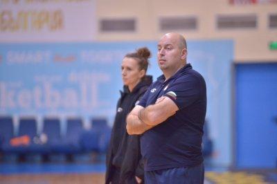 Стефан Михайлов остава треньор на националките по баскетбол
