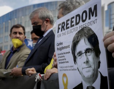 Карлес Пучдемон няма право да напуска остров Сардиния