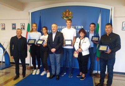 Признание за успехите си получиха четири от големите надежди на българския тенис