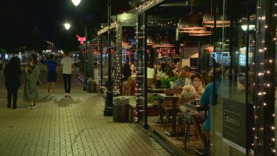 Заведенията в София масово са отворени, продължават проверките и глобите