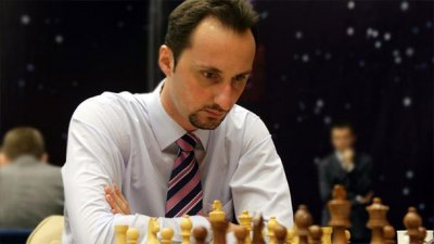 Веселин Топалов води еднолично в турнир по ускорен шахмат в Китай