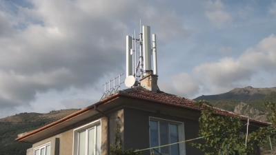 Как и защо 5G станция се озова на покрива на къща в Карлово