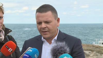 """Транспортният министър: Фирмата, участвала в акцията за """"Курск"""", подготвя план за кораба край Камен бряг"""