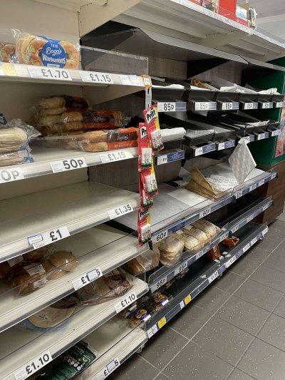 Празни рафтове в магазин в центъра на Лондон