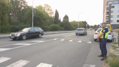 Полицаи на пешеходните пътеки край училищата в Бургас
