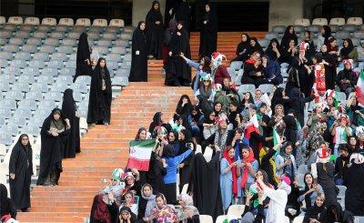 Жените се връщат по стадионите в Иран за първи път от 2 години
