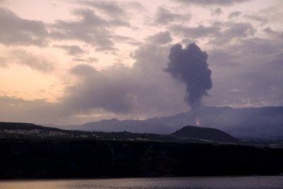 Лавата от вулкана на Ла Палма почти достигна до океана