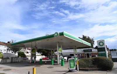 Военните се включиха в доставките на гориво във Великобритания