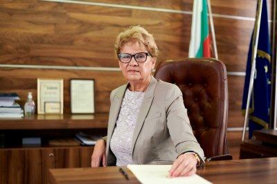Министър Комитова кани на среща в МРРБ собствениците на пътни фирми