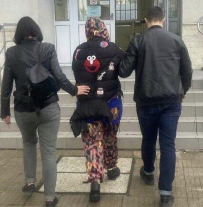 Откриха обявена за издирване жена, заподозряна за множество измами
