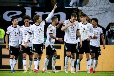 Гол на Томас Мюлер донесе победа на Германия след обрат