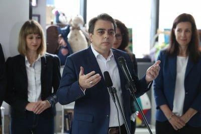 Асен Василев е излязъл от управлението на офшорна фирма година преди да стане министър