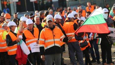 От Камарата на строителите също искат оставката на министър Комитова