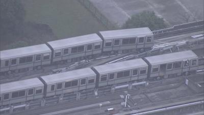 Влакове дерайлираха след силното земетресение в Токио
