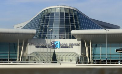 Самолет кацна извънредно на Летище София, жена е починала на борда