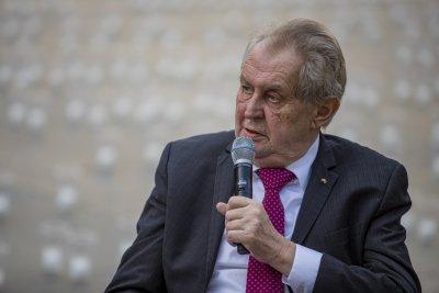 В стабилно състояние чешкият президент остава в болница
