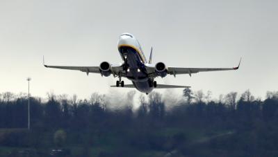 Самолет кацна аварийно в Турция след сигнал за бомба