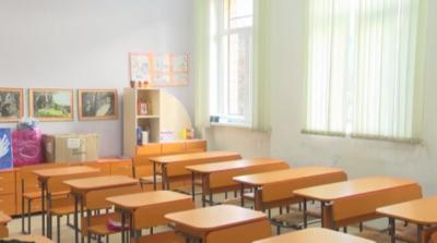 От 1 до 4 клас да учат присъствено до края на седмицата, предлага столичният оперативен щаб