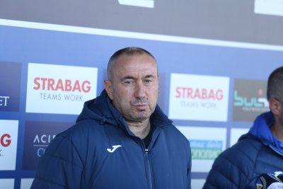 Стоилов определи група от 18 футболисти за мача с Локомотив (София)