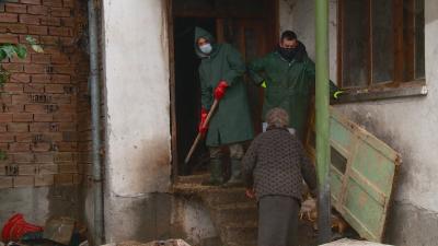 След репортаж на БНТ: Доброволци се притекоха на помощ на незрящите сестри от с. Динката