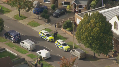 Британски депутат почина след нападение с нож по време на предизборна среща
