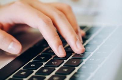 Майки внесоха жалба в съда срещу онлайн обучението