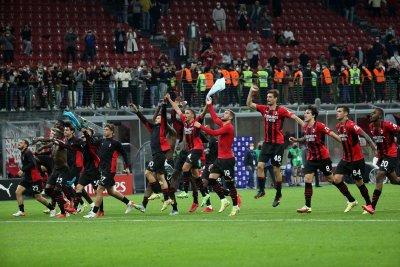 Грандиозен обрат изпрати Милан на върха в Серия А