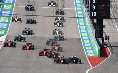 Макс Верстапен удържа късен щурм на Хамилтън и триумфира в Гран При на САЩ