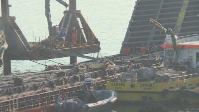 """Разтоварването на """"Вера Су"""" още не е подновено заради бурното море"""