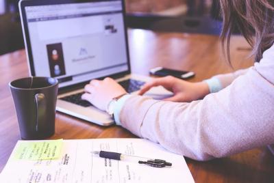 Къде в страната учениците ще учат онлайн и къде присъствено?