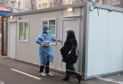 """10 лева такса за антигенен тест в """"Пирогов"""", Имунизационният център променя работното време"""