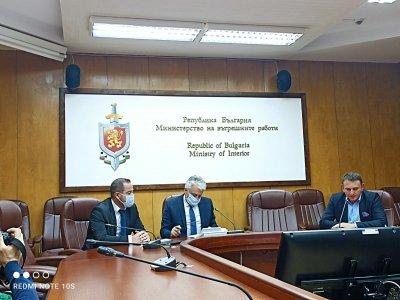 Бойко Рашков: Борбата с трафика на хора е национален приоритет