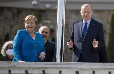 Прощалната обиколка на Меркел продължава в Турция