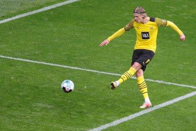 Холанд се завърна с два гола, а Дортмунд оглави Бундеслигата